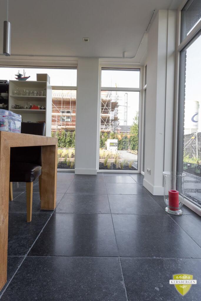 Den-haag-belgisch-hardstenen-vloer-enostyle-donker-004