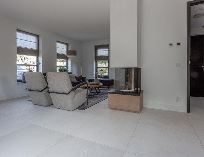 Gezandstraald-travertin-vloeren-productfoto-005
